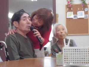 11月3日。カラオケのボランティアさんが来てくださいました。